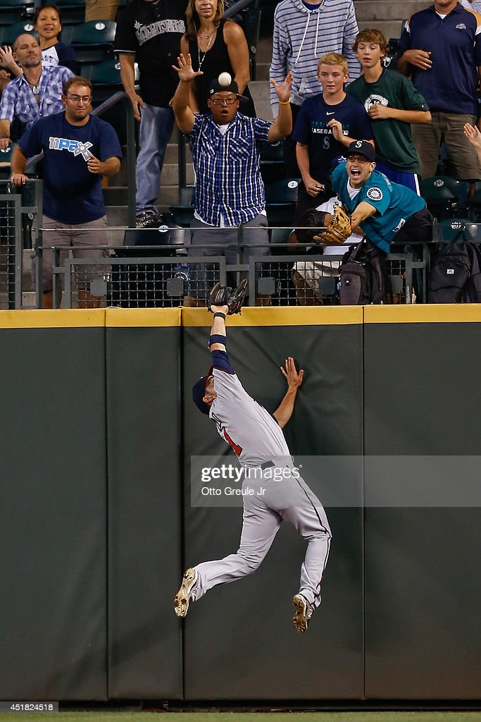 Center fielder <a gi-track='captionPersonalityLinkClicked' href=/galleries/search?phrase=Sam+Fuld&family=editorial&specificpeople=4505687 ng-click='$event.stopPropagation()'>Sam Fuld</a> #1 of the Minnesota Twins slams into the wall attempting to catch a home run off the bat of Michael Saunders of the Seattle Mariners in the seventh inning at Safeco Field on July 7, 2014 in Seattle, Washington.
