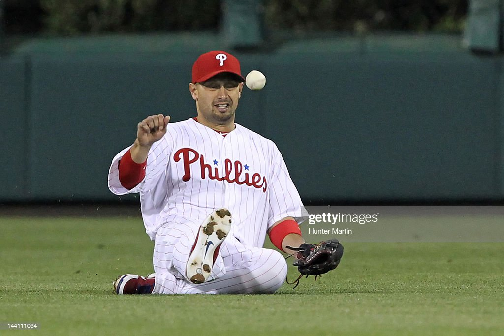 Center fielder <a gi-track='captionPersonalityLinkClicked' href=/galleries/search?phrase=Shane+Victorino&family=editorial&specificpeople=576251 ng-click='$event.stopPropagation()'>Shane Victorino</a> #8 of the Philadelphia Phillies bobbles a ball during a game against the New York Mets at Citizens Bank Park on May 9, 2012 in Philadelphia, Pennsylvania. The Mets won 10-6.