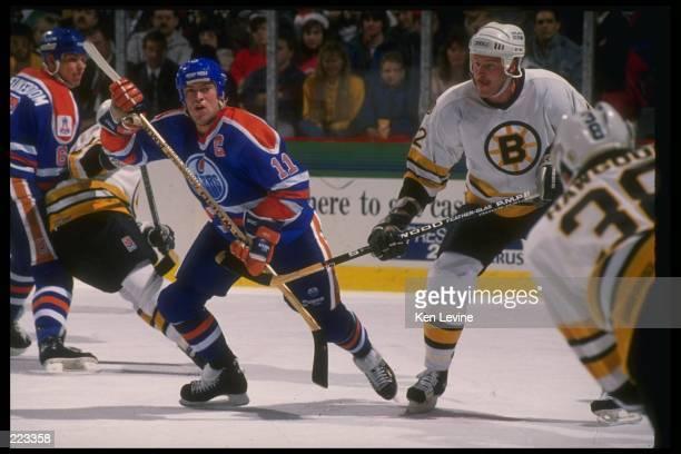 Center Mark Messier of the Edmonton Oilers Mandatory Credit Ken Levine /Allsport
