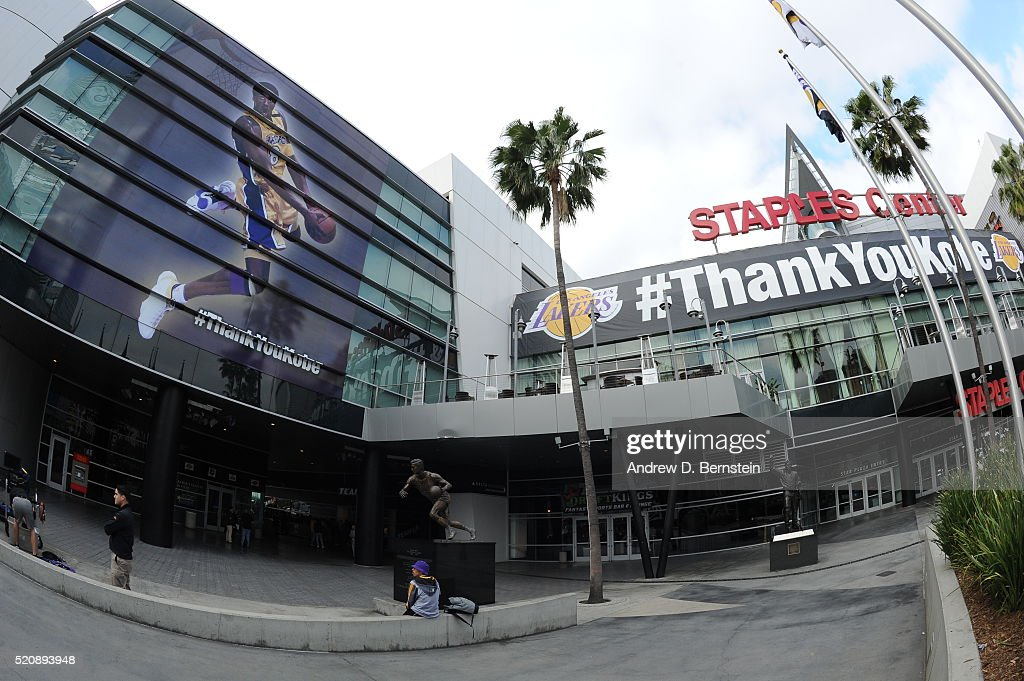 http://media.gettyimages.com/photos/center-prepares-for-kobe-bryant-of-the-los-angeles-lakers-last-game-picture-id520893948