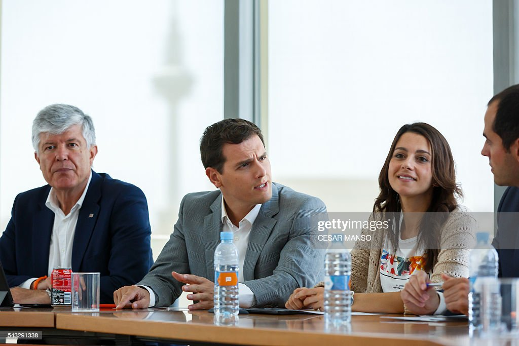 Center-right party Ciudadanos leader, Albert Rivera (C) speaks between Secretary General of Citizens, Matias Alonso (L) and leader of Ciutadans (Citizens) in Catalonia, Ines Arrimadas as they give a press conference after the national executive meeting held one day after the Spanish general elections, in Madrid, on June 27, 2016. Spain hoped on June 27 that repeat weekend elections would unblock the country's political paralysis after the conservatives came out strengthened with more seats, although they still face resistance from hostile rivals. / AFP / CESAR