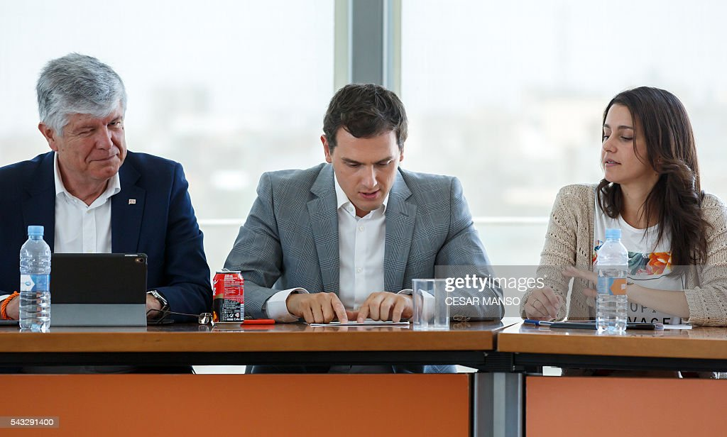 Center-right party Ciudadanos leader, Albert Rivera (C) speaks between Secretary General of Ciudadanos, Matias Alonso (L) and leader of Ciutadans (Citizens) in Catalonia, Ines Arrimadas as they give a press conference after the national executive meeting held one day after the Spanish general elections, in Madrid, on June 27, 2016. Spain hoped on June 27 that repeat weekend elections would unblock the country's political paralysis after the conservatives came out strengthened with more seats, although they still face resistance from hostile rivals. / AFP / CESAR