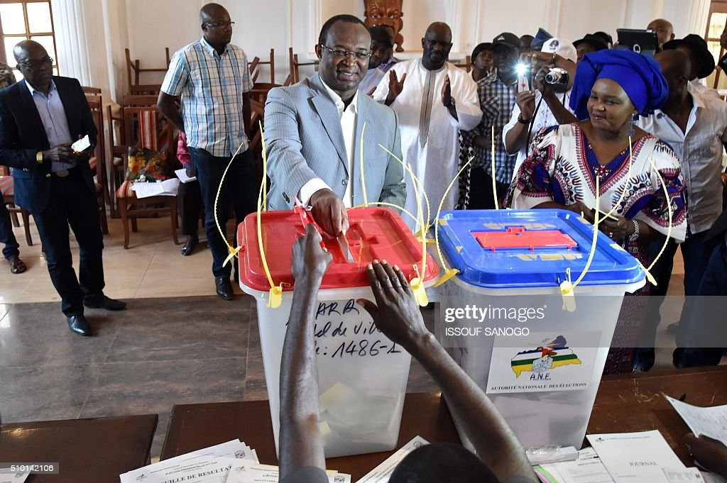 Centrafrican Democratic Unity party (Rassemblement Democratique centrafricain - RDC) second round presidential candidate Anicet Georges Dologuele casts his ballot for delayed legislative elections and a presidential run-off, at a polling station in Bangui, on February 14, 2016. The Central African Republic holds delayed presidential and parliamentary polls on February 14, with voters desperate to usher in peace after the country's worst sectarian violence since independence in 1960. / AFP / ISSOUF SANOGO