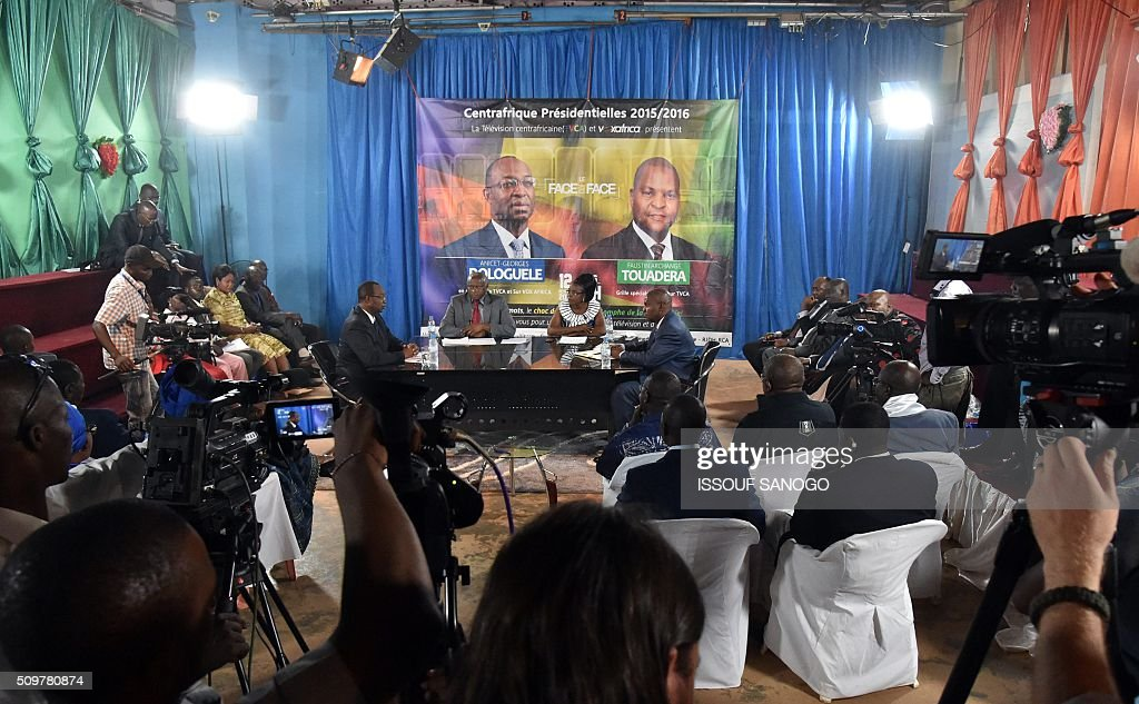 Central African Republic second round presidential candidate Anicet Georges Dologule (C-L) speaks face to Faustin Archange Touadera (C-R) during a presidential campaign tv debat in Bangui on February 12, 2016, ahead of the Febuary 14 presidential and legislatives elections. / AFP / ISSOUF SANOGO