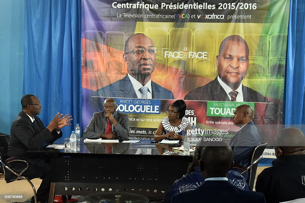 Central African Republic second round presidential candidate Anicet Georges Dologule (L) speaks as he faces Faustin Archange Touadera (R) during a presidential campaign television debat in Bangui on February 12, 2016, ahead of the Febuary 14 presidential and legislatives elections. / AFP / ISSOUF SANOGO