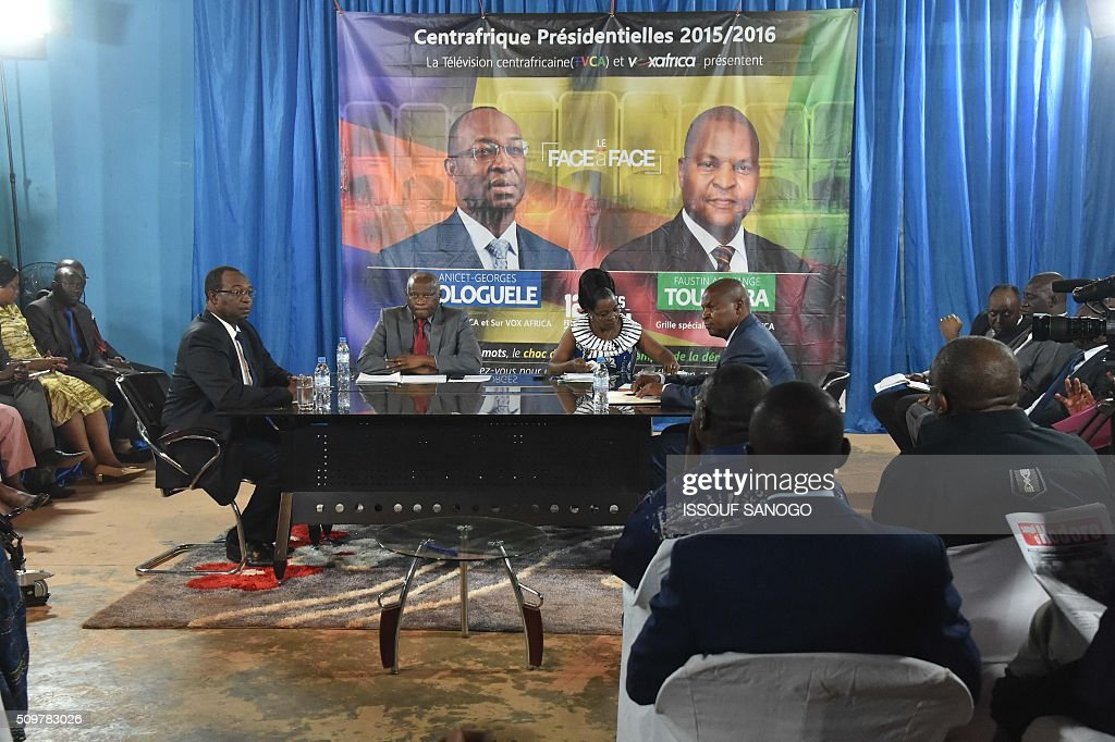 Central African Republic second round presidential candidate Anicet Georges Dologule (C-L) and Faustin Archange Touadera (C-R) attends during a presidential campaign television debat in Bangui on February 12, 2016, ahead of the Febuary 14 presidential and legislatives elections. / AFP / ISSOUF SANOGO