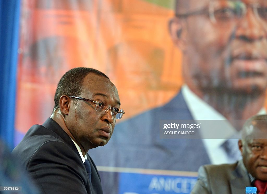Central African Republic second round presidential candidate Anicet Georges Dologuele attends during a presidential campaign television debat in Bangui on February 12, 2016, ahead of the Febuary 14 presidential and legislatives elections. / AFP / ISSOUF SANOGO