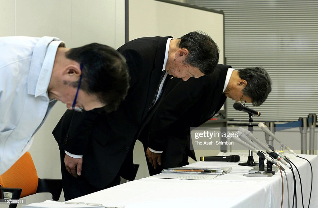 Central Nippon Expressway Company Ltd president Takekazu Kaneko (C) bows for apology during the press conference of the accident of Sasago Tunnel of the Chuo expressway at their headquarters on December 2, 2012 in Nagoya, Aichi, Japan. The concrete ceiling panels of the tunnel collapsed more than 110 metres and at least 9 people confirmed dead.
