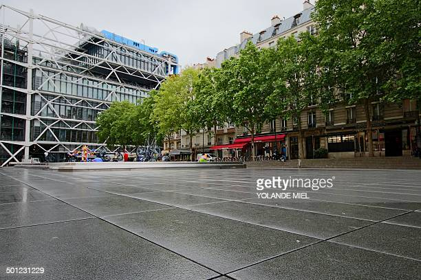 CONTENT] Centre Georges Pompidou called also Beaubourg in Paris Place Igor Stravinsky Rainy day in spring 2014