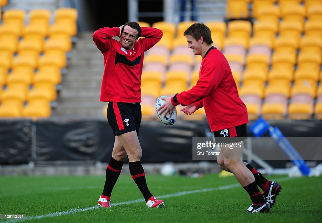 Centre <a gi-track='captionPersonalityLinkClicked' href=/galleries/search?phrase=Jamie+Roberts&family=editorial&specificpeople=3530992 ng-click='$event.stopPropagation()'>Jamie Roberts</a> (L) looks on as teammate Jonathan Davies kicks the ball during a Wales IRB Rugby World Cup 2011 training session at Mt Smart Stadium on October 13, 2011 in Auckland, New Zealand.