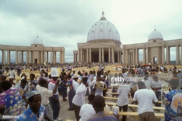Ceremonie de consecration de la nouvelle cathedrale le 10 septembre 1990 a Yamoussoukro Cote d'Ivoire