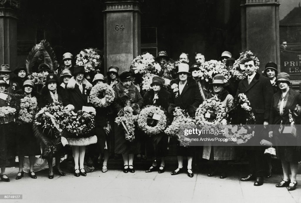 circa 1928 A group of 'pilgrims' from the Primrose League's Annual Pilgrimage to the home and grave of Lord Beaconsfield who are carrying wreaths...