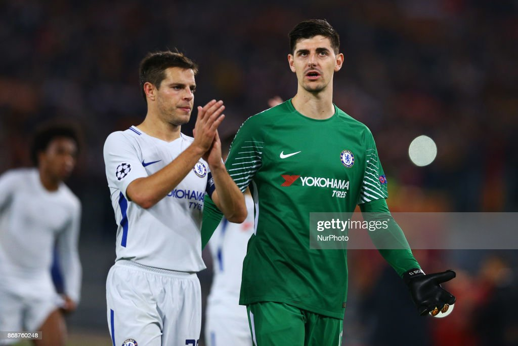 Real Madrid 2018-19 --Juventus / Man Utd Updates - Page 5 Cesar-azpilicueta-of-chelsea-and-thibaut-courtois-of-chelsea-greeting-picture-id868760248