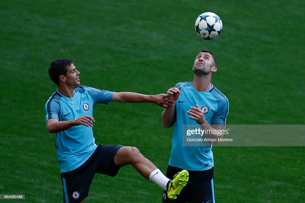 Cesar Azpilicueta (L) of Chelsea FC excersises with his teammate Gary Cahill (R) during a training session on the eve of the UEFA Champions League Group C match against Atletico de Madrid at Wanda Metropolitano stadium on September 26, 2017 in Madrid, Spain.