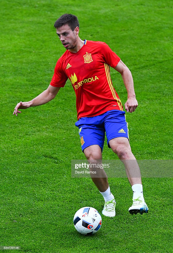 Cesar Azpilicueta of Spain runs with the ball during a training session on May 27, 2016 in Schruns, Austria.