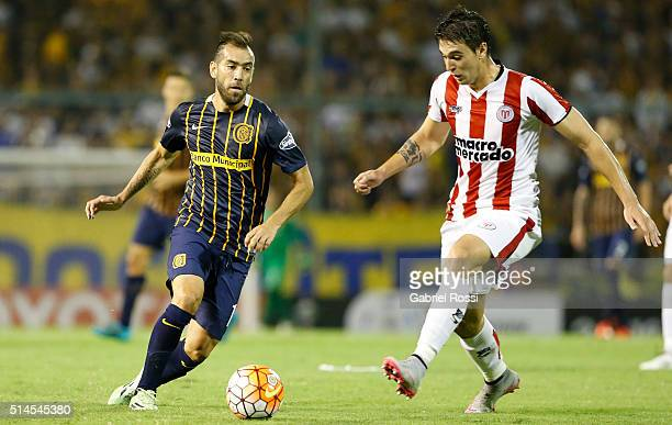 Cesar Delgado of Rosario Central fights for the ball with Robert Flores of River Plate during a match between Rosario Central and River Plate as part...