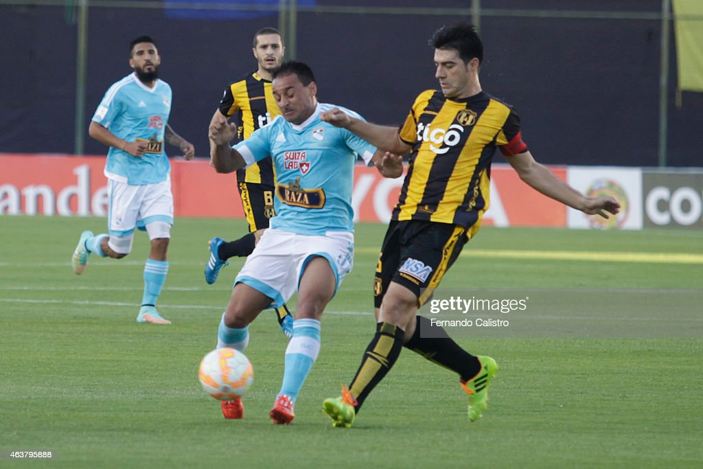 Guarani v Sporting Cristal - Copa Bridgestone Libertadores 2015