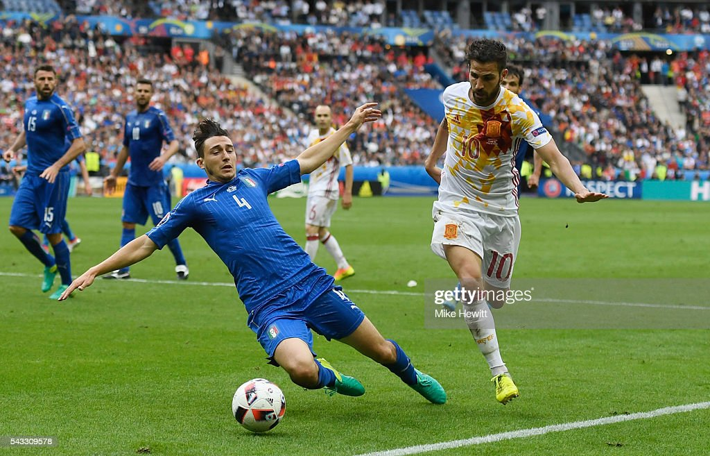 Cesc Febregas of Spain and <a gi-track='captionPersonalityLinkClicked' href=/galleries/search?phrase=Matteo+Darmian&family=editorial&specificpeople=7096006 ng-click='$event.stopPropagation()'>Matteo Darmian</a> of Italy compete for the ball during the UEFA EURO 2016 round of 16 match between Italy and Spain at Stade de France on June 27, 2016 in Paris, France.