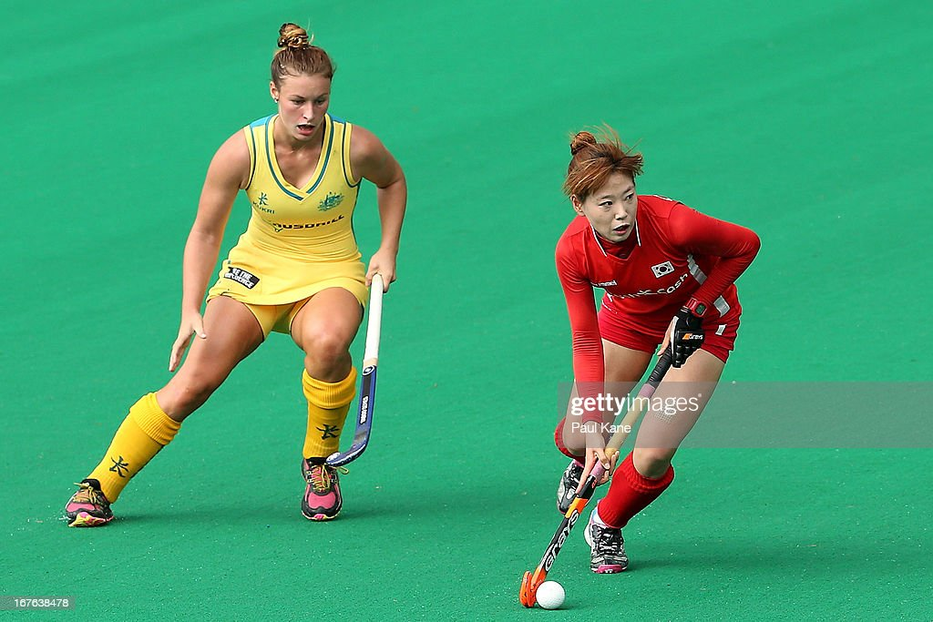 Cha Se Na of Korea looks to pass the ball during the International Test match between the Australian Hockeyroos and Korea at Perth Hockey Stadium on April 27, 2013 in Perth, Australia.