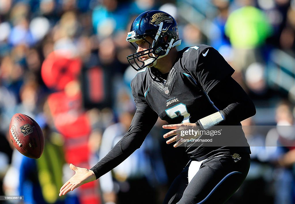 Chad Henne #7 of the Jacksonville Jaguars pitches the ball during the game against the Tennessee Titans at EverBank Field on November 25, 2012 in Jacksonville, Florida.