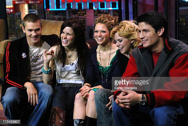 Chad Michael Murray Sophia Bush Bethany Joy Lenz Hilarie Burton and James Lafferty of 'One Tree Hill'