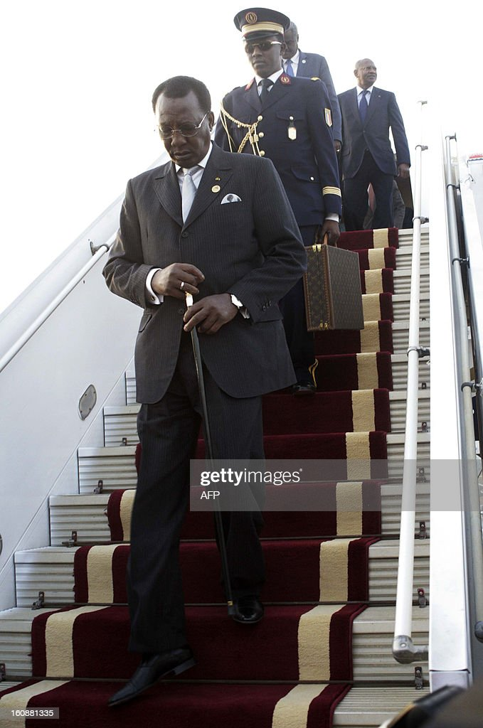 Chadian President Idriss Deby gets off the plane prior to be welcomed by the Sudanese counterpart upon his arrival at the Khartoum airport for an official visit to Sudan on February 7, 2013. AFP PHOTO EBRAHIM HAMID