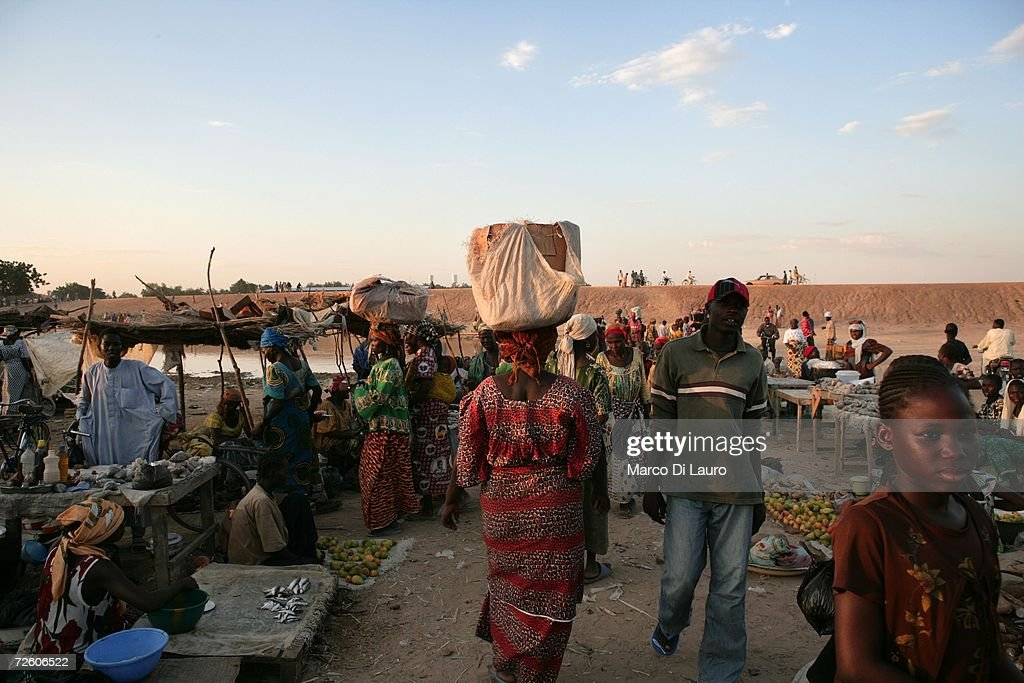 N'DJAMENA CHAD NOVEMBER 4 Chadian woman shop at the market on November 4 2006 in N'Djamena Chad Chad declared a state of emergency in large areas of...