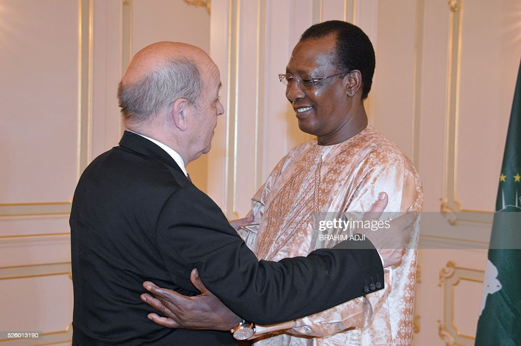 Chad's President Idriss Deby Itno (R) meets with French Defence Minister Jean-Yves Le Drian (L) at the presidential palace in N'djamena on April 29, 2016. Nigeria and France on April 28, 2016, signed an agreement on closer military cooperation, including intelligence sharing, to strengthen the fight against Boko Haram in the Lake Chad region. / AFP / BRAHIM
