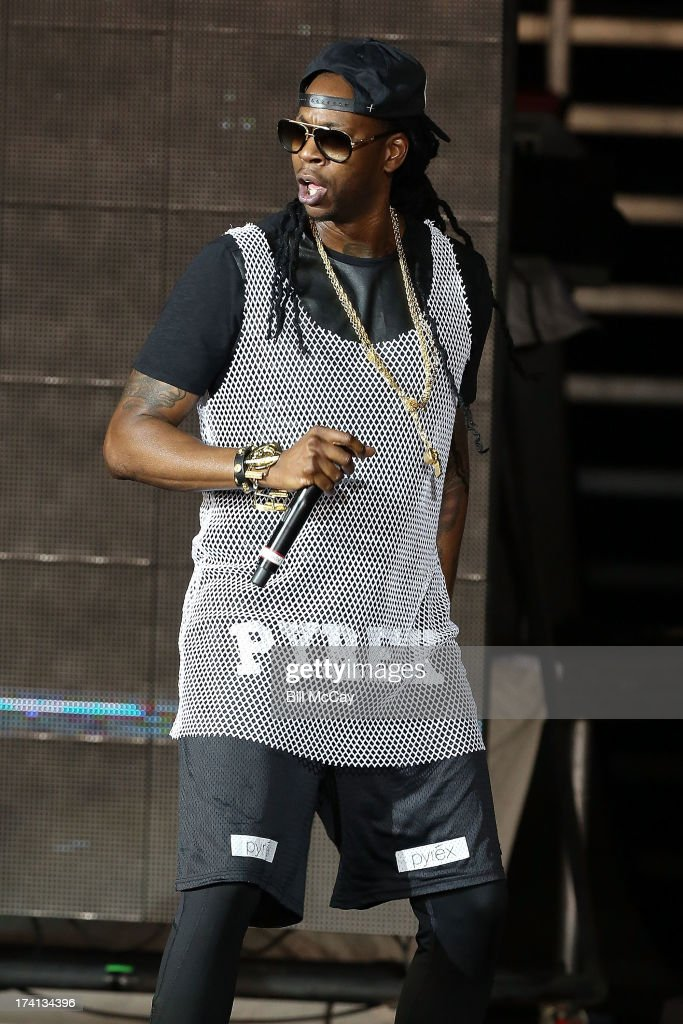 <a gi-track='captionPersonalityLinkClicked' href=/galleries/search?phrase=2+Chainz&family=editorial&specificpeople=8559144 ng-click='$event.stopPropagation()'>2 Chainz</a> performs at the Susquehanna Bank Center July 20, 2013 in Camden, New Jersey.