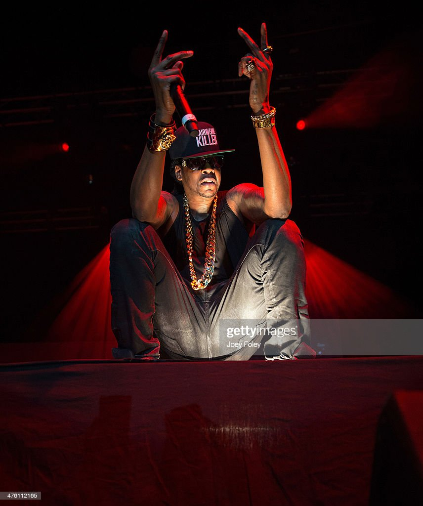 <a gi-track='captionPersonalityLinkClicked' href=/galleries/search?phrase=2+Chainz&family=editorial&specificpeople=8559144 ng-click='$event.stopPropagation()'>2 Chainz</a> performs during the 2 Good To Be T.R.U. Tour in The Egyptian Room at Old National Centre on March 1, 2014 in Indianapolis, Indiana.