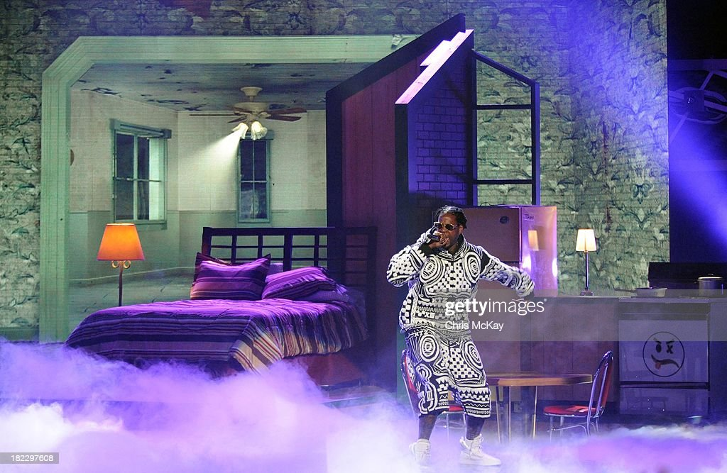 2 Chainz performs during the BET Hip Hop Awards 2013 at the Boisfeuillet Jones Atlanta Civic Center on September 28, 2013 in Atlanta, Georgia.