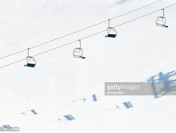 Sessellift und Ski-Kontakt