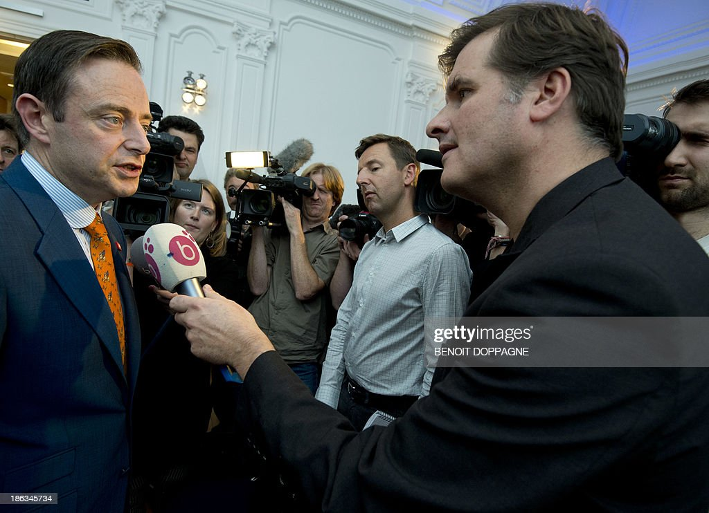 N-VA chairman and Antwerp mayor Bart De Wever (L) answers journalists' questions during the presentation of the congress declaration of N-VA, Flemish nationalists, about the future of six millions of Flemish people in Belgium, Europe and the world, on October 30, 2013, in Brussels.