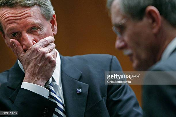 Chairman and CEO of General Motors Richard Wagoner and United Auto Workers President Ron Gettelfinger prepare to testify before the Senate Banking...