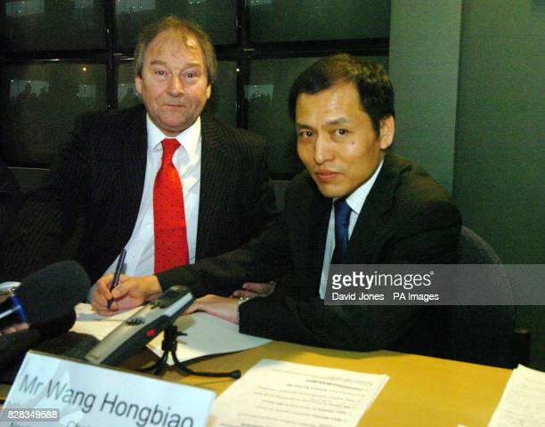 Chairman of Nanjing Automobile Association Mr Wang Hongbiao signs an extended lease watched by the leader of Birmingham City Council Cllr Mike Whitby...