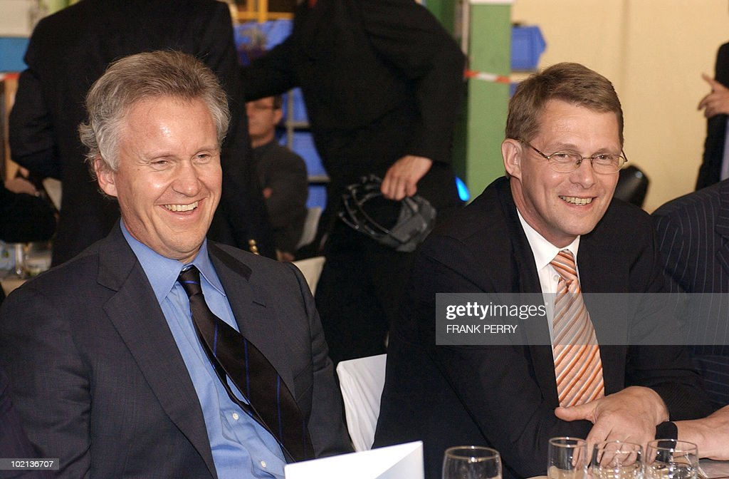 Chairman of the Board and Chief Executive Officer of General Electrics Jeffrey Immelt (L) and Finnish Prime Minister Matti Vanhanen attend the 3rd World Investment Conference, 01 July 2005 in La Baule. World Investment Conference is a platform to bring business executives, specialists such as regional and national development agencies and representatives of EU member states, the European Commission and the European Parliament to consider the issues involved and contribute to the development of national and EU strategies for the implementation of the Lisbon agenda.