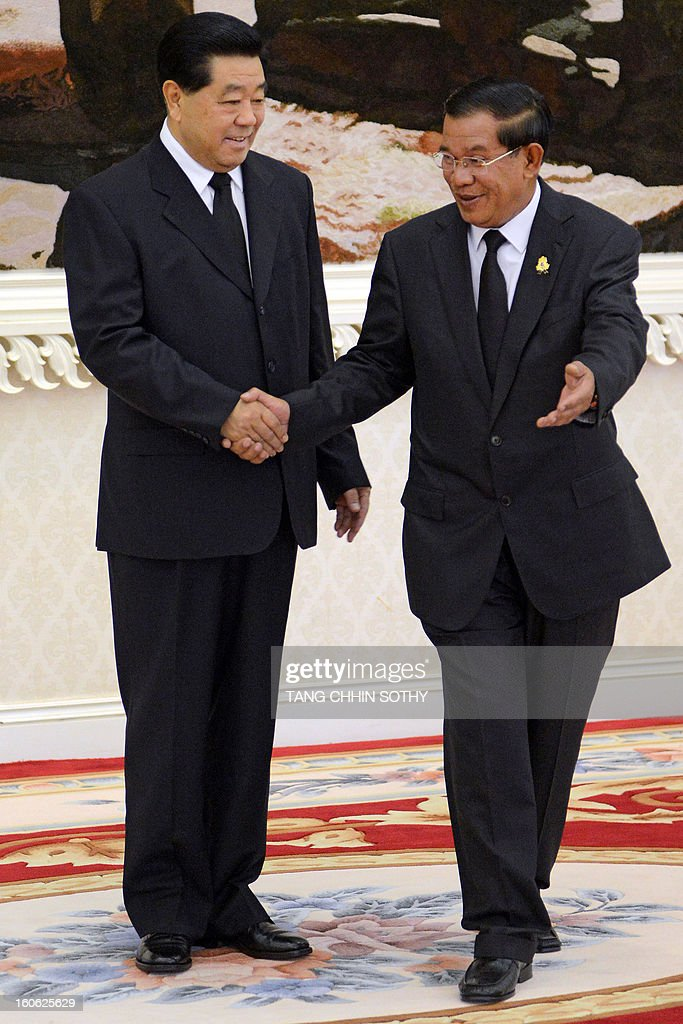 Chairman of the Chinese People's Political Consoltative Conference (CPPCC) Jia Qinglin (L) is welcomed by Cambodian Prime Minister Hun Sen (R) during their meeting at the Peace Palace in Phnom Penh on February 4, 2013. Jia arrived here to pay his respects and attend the funeral of the late former king Norodom Sihanouk ahead of his cremation on February 4.