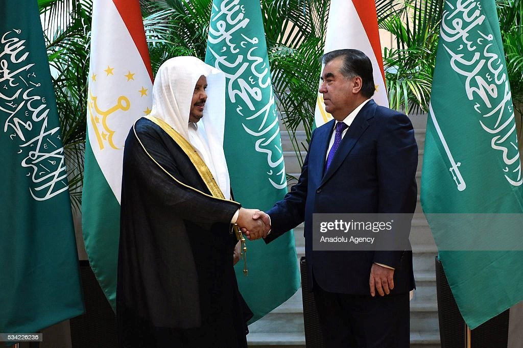 Chairman of the Majlis ash-Shura, Abdullah ibn Muhammad Al ash-Sheikh (L) meets President of Tajikistan Emomali Rahmon in Dushanbe, Tajikistan on May 25, 2016.