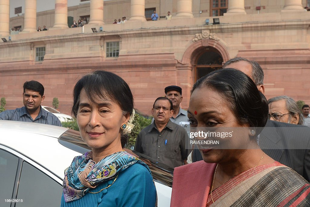 Chairperson and Oppostion leader of The National League for Democracy of Myanmar Aung San Suu Kyi (C) walks with Speaker of the Indian Parliament Meira Kumar at Parliament House in New Delhi on November 15, 2012. Suu Kyi is in India for a seven day visit.