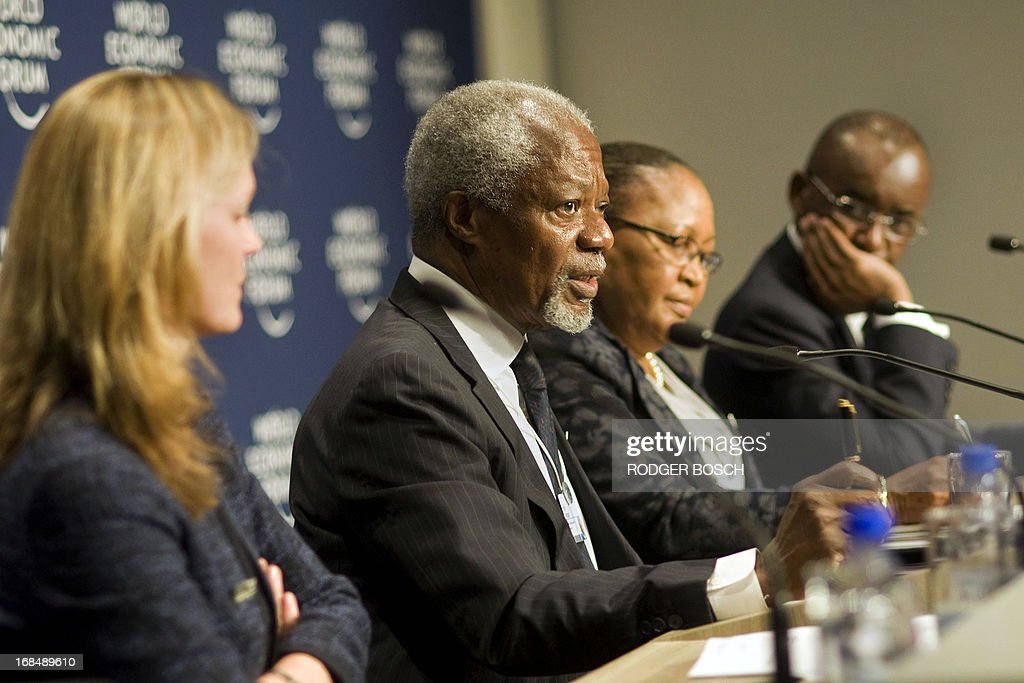 Chairperson of the Africa Progress Panel and former UN Secretary-General Kofi Annan (2nd L) speaks during a press conference where the Africa Progress Panel Report is released, during the third and final day of the World Economic Forum Meeting on Africa, at the Cape Town International Convention Centre on May 10, 2013, in Cape Town. AFP PHOTO / RODGER BOSCH