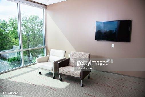 Salle d 39 attente photos et images de collection getty images for Fauteuil chambre hopital