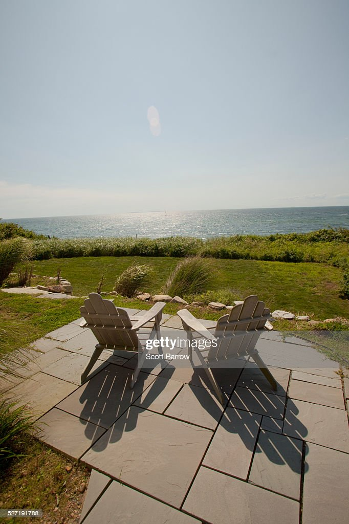 Chairs overlooking a lake : Stockfoto