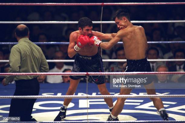 Challenger Wayne McCullough of the United States hits his left on champion Yasuei Yakushiji of Japan in the sixth round during their WBC Bantamweight...
