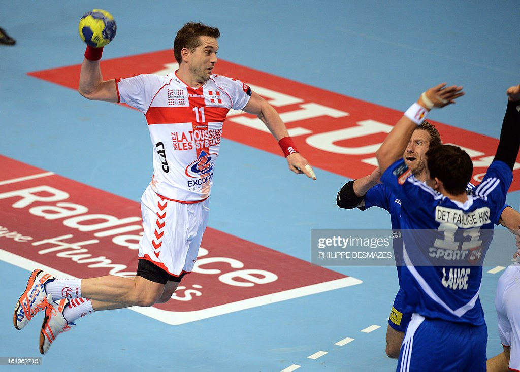 Chambery's Guillaume Gille (L) jumps to shoot against Bjerringbro's Rasmus Lauge (R) during the Champions League handball match Chambery vs Bjerringbro-Silkenborg on February 10, 2013 in Chambery, eastern France. AFP PHOTO/PHILIPPE DESMAZES