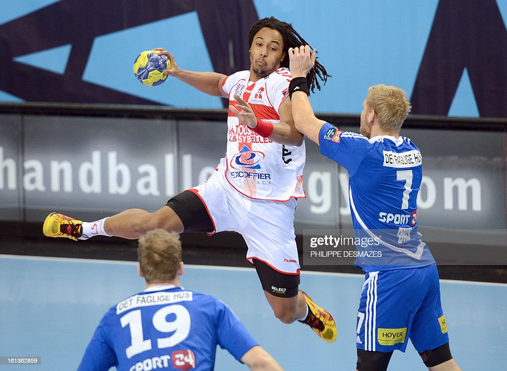 Chambery's Timothey Nguessan (C) jumps to shoot against Bjerringbro's Henrik Toft (L) and Nikolaj Nielsen (R) during the Champions League handball match Chambery vs Bjerringbro-Silkenborg on February 10, 2013 in Chambery, eastern France.