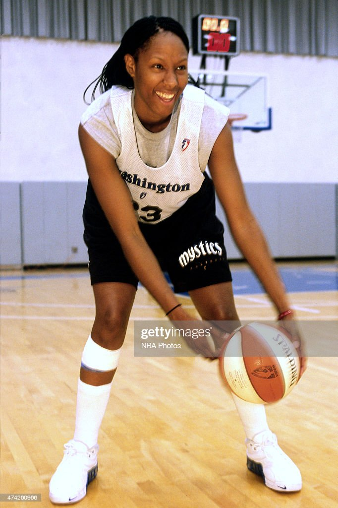 Chamique Holdsclaw of the Washington Mystics practices circa 2000 in Washington DC NOTE TO USER User expressly acknowledges and agrees that by...