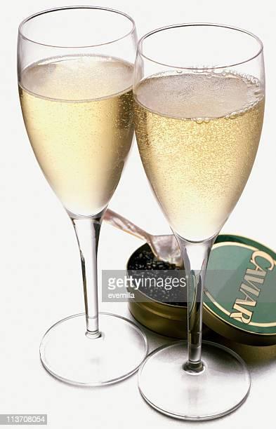 toast au champagne et au caviar découpe sur blanc