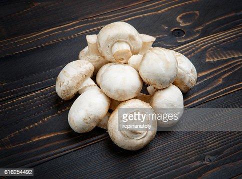 champignon mushroom on wooden background : Foto de stock