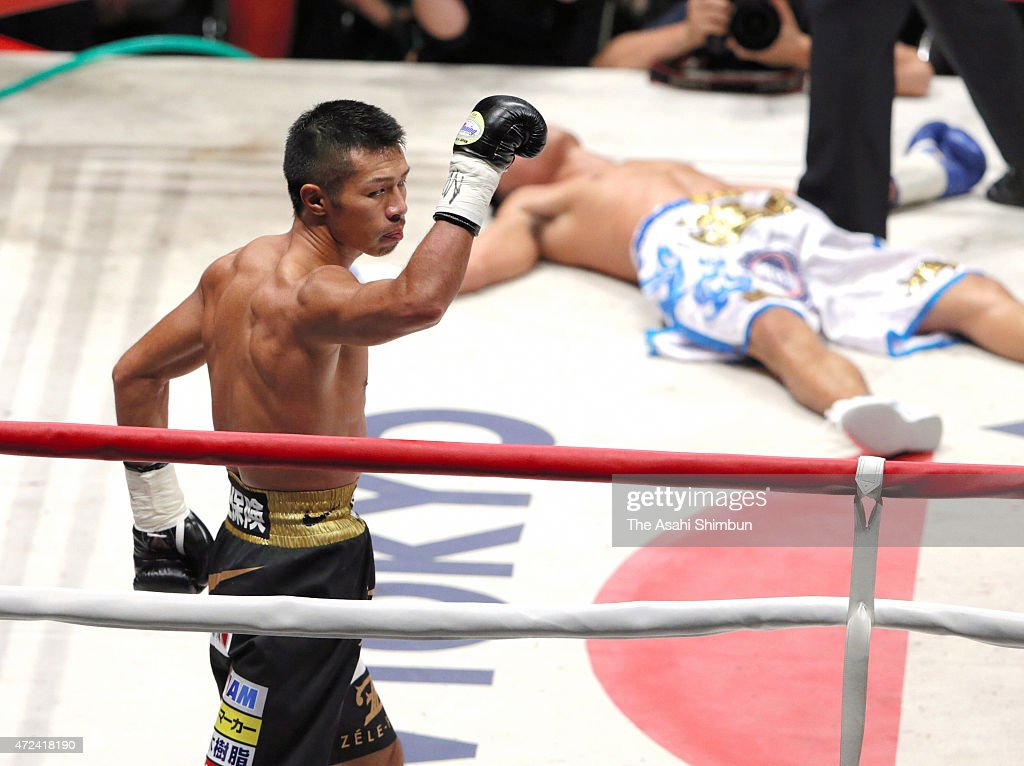 Champion <a gi-track='captionPersonalityLinkClicked' href=/galleries/search?phrase=Takashi+Uchiyama&family=editorial&specificpeople=6963680 ng-click='$event.stopPropagation()'>Takashi Uchiyama</a> (L) of Japan knocks out challenger Jomthong Chuwatana (R) of Thailand during their WBA Super World Super Featherweight title boutat the Ota-City General Gymnasium on May 6, 2015 in Tokyo, Japan.