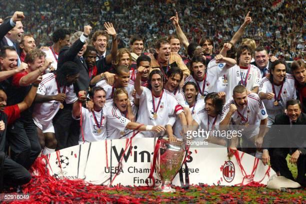 Champions League 02/03 Finale Manchester AC Mailand Juventus Turin 32 iE/AC Mailand Champions League Sieger 2003 Jubel Team Mailand/Paolo MALDINI mit...